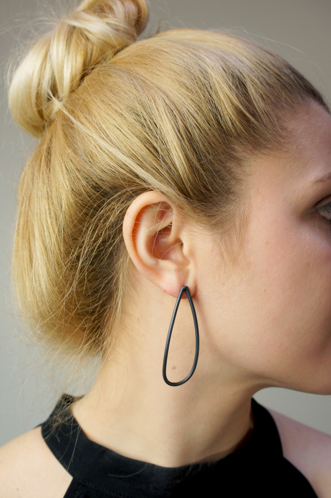 13 pieces of black jewelry that you can wear every day // large petal post earrings
