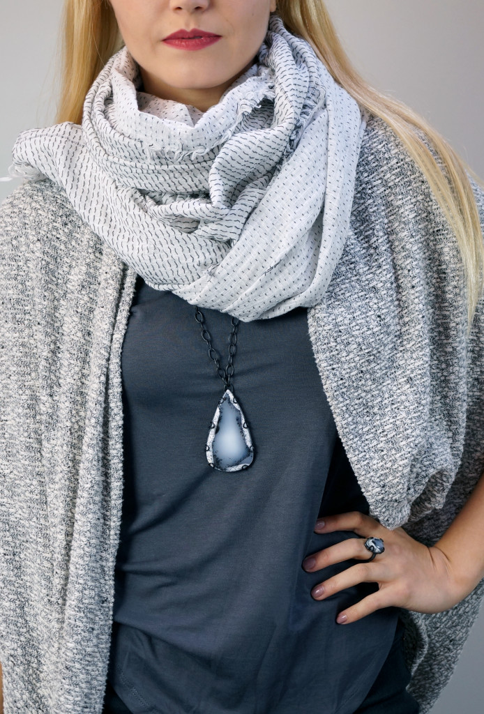 5 necklaces you can layer with a scarf // long contra pendant