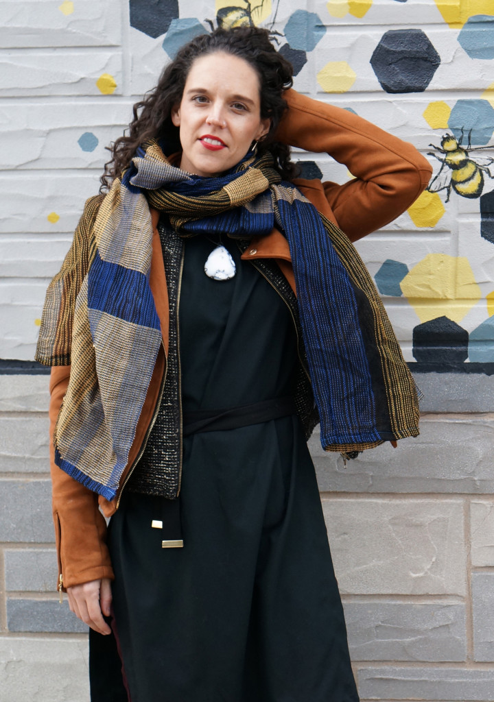winter style: how to wear a necklace with a scarf