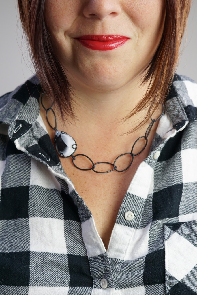 what necklace to wear with a flannel shirt: classic black and white chain necklace